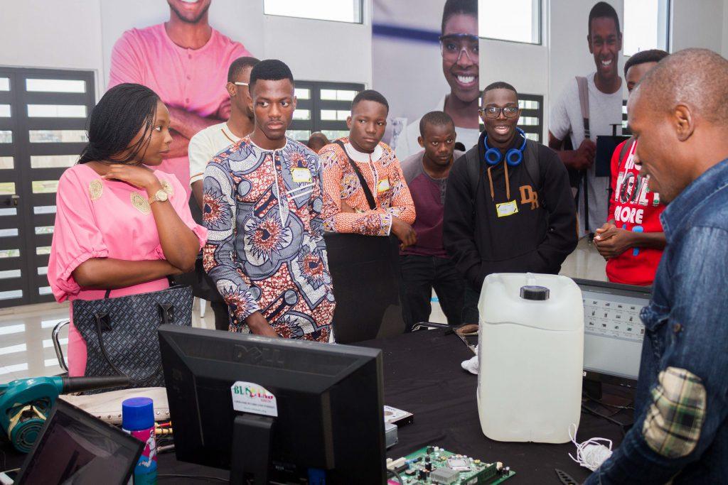 Lycéens lors du challenge Epitech Bénin