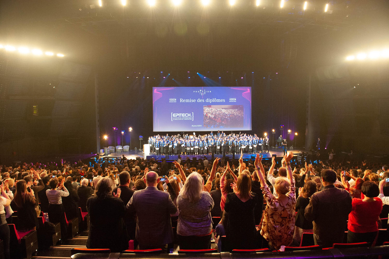 Les parents des étudiants diplômés de la promotion 2018 d'Epitech au Palais des Congrès de la Porte Maillot
